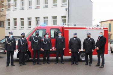Bezpieczniej na drogach regionu. OSP Zaborów z nowym wozem strażackim