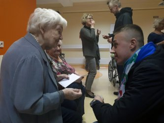 Kibice Polonii odwiedzili seniorów w DPS
