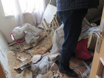 W mieszkaniu runął sufit. W środku była 4-osobowa rodzina [AKTUALIZACJA]