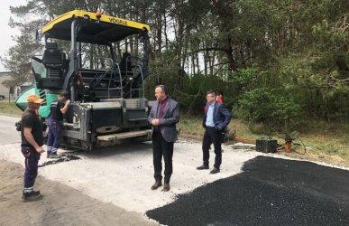 Wolbórz: Budują drogę do oczyszczalni