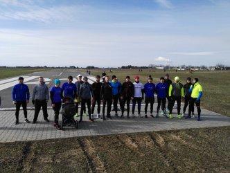 Biegali po pasie startowym