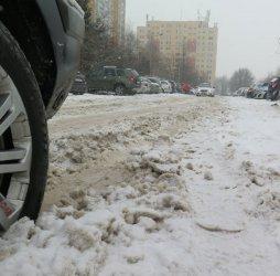 Jazdę utrudniają śnieg i błoto pośniegowe