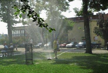 Ustawili kurtyny wodne w Piotrkowie