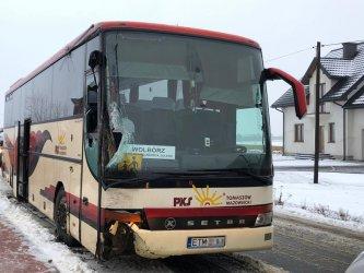 Szkolny autobus z dziećmi wpadł do rowu
