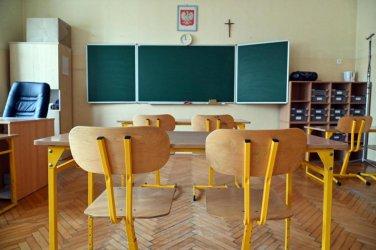 Uczniowie klas IV-VIII szkół podstawowych i ponadpodstawowych wracają do nauki stacjonarnej
