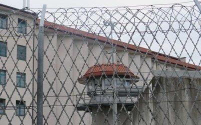 Próbowały dać więźniowi narkotyki podczas widzenia. Zawiniątka ukryły w ustach