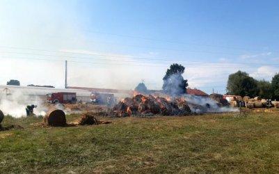 Pożar balotów słomy w gminie Grabica