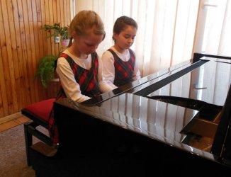 Sukcesy młodych pianistek z Piotrkowa