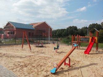 Wola Krzysztoporska: Trwają prace przy budowie 13 kompleksów sportowych