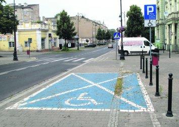 Niepełnosprawni parkują w Piotrkowie za darmo... tylko przez 1,5 godziny