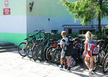 Podstawówki w Piotrkowie przepełnione. Dzieci kończą zajęcia nawet po 17.00