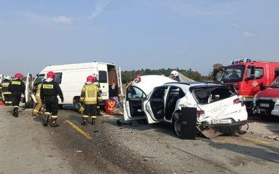 Poważny wypadek pod Piotrkowem i płonący radiowóz