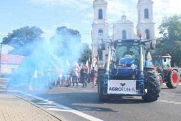 Ponad 150 ciągników zablokowało ruch pomiędzy Piotrkowem a Srockiem