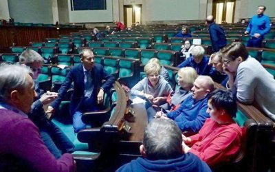 W Sejmie nadal protestuje posłanka ziemi piotrkowskiej