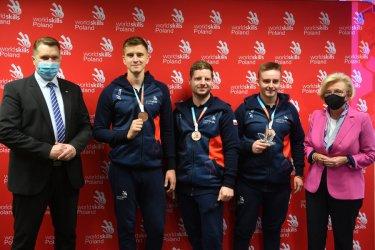 Polacy z trzema medalami w prestiżowym konkursie promującym edukację zawodową EuroSkills 2021