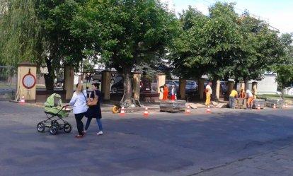 Remontują chodnik przy Metalplaście