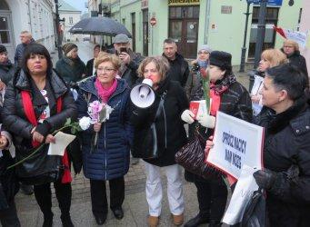 Kwiaty, strajk i Konstytucja. 8 marca w Piotrkowie