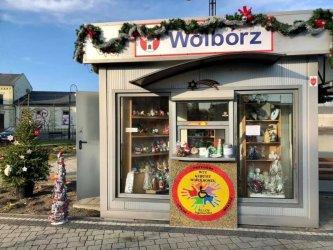 Świąteczny kiosk w centrum Wolborza