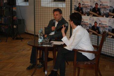Pisarz Mariusz Koperski spotkał się z piotrkowianami