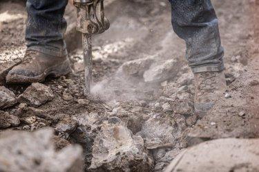 Czym charakteryzują się buty robocze i kiedy należy się w nie zaopatrzyć?