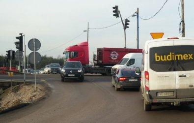Uważajcie na przejeździe na Twardosławickiej. Nie działa sygnalizacja!