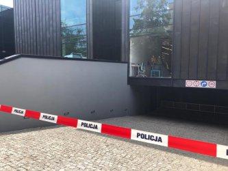 Policja ustaliła sprawców wybicia szyby w mediatece (AKTUALIZACJA)
