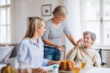 Opiekunka w Niemczech - jak zadbać o seniora podczas upałów?