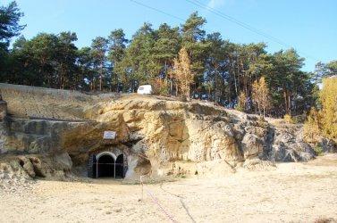 Sulejowska firma zagospodaruje teren przed Grotami