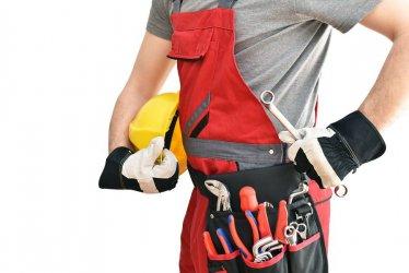 Odzież bezpieczna w wydaniu letnim - jakie ogrodniczki robocze kupić do pracy?