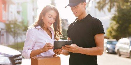 Wysyłasz paczki kurierem? Wiesz, co wpływa na ich koszt?