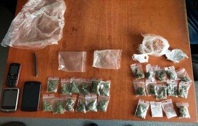 Narkotyki w lodówce, plastikowym stołku i szafie
