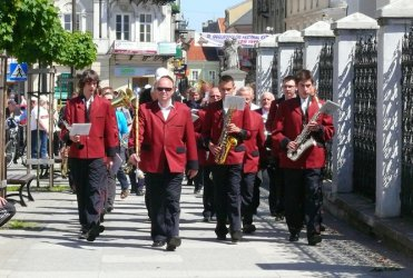 Orkiestry dęte przeszły ulicami Piotrkowa