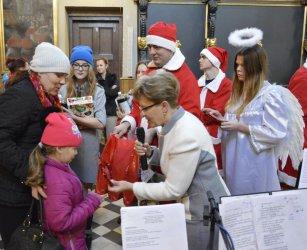 Blisko 300 dzieci otrzymało świąteczne podarunki