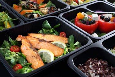Dieta pudełkowa czy samodzielne gotowanie? Wady i zalety