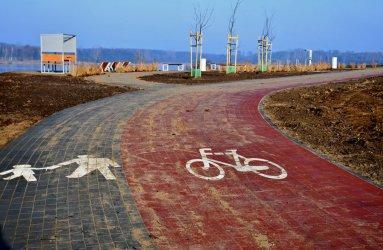 Ścieżka rowerowa i nowy parking na Bugaju