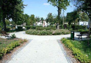 Na placu Litewskim jednak pojawiły się ławki
