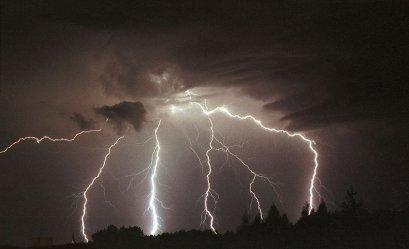 W nocy możliwe burze z gradem