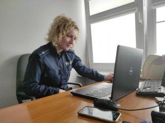 Dzielnicowi spotykają się z dziećmi online