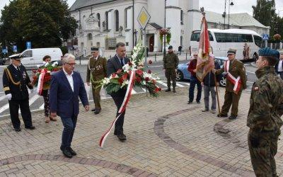 Władze Piotrkowa upamiętniły ofiary wojsk sowieckich