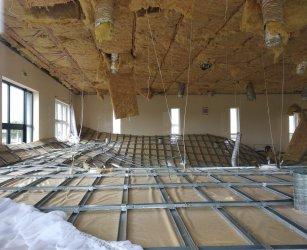 Zawalił się sufit w Domu Ludowym w Rokszycach