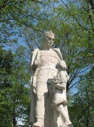 ONR chce usunięcia pomnika z placu Niepodległości.