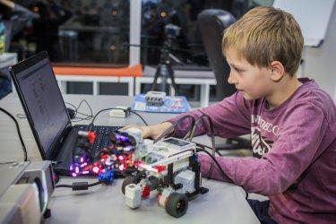 Zajęcia dla dzieci - programowanie i robotyka. Czy warto zapisać swoje dziecko?