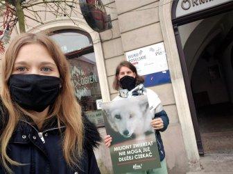 """Aktywiści również w Piotrkowie przypominają o """"piątce dla zwierząt"""""""