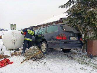 Kierowca mercedesa niemal staranował zbiornik z gazem