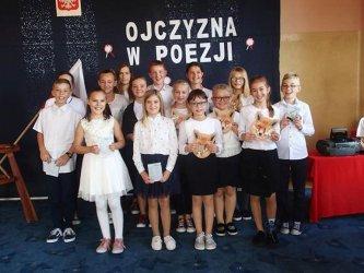 """""""Ojczyzna w poezji"""". W SP w Nowej Wsi recytowali wiersze"""