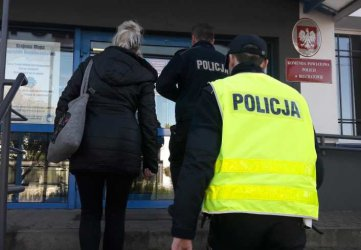Uciekała przed policjantami, bo nie miała prawa jazdy