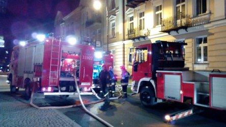 Pożar w kamienicy przy Dąbrowskiego