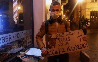 Protest w Rynku. Interweniowała policja