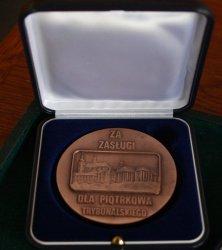 Medal za Zasługi dla Miasta Piotrkowa przyznawany bezprawnie?