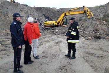 Nielegalne wysypisko w gminie Moszczenica. Zatrzymano 6 mężczyzn